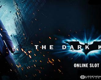 Jokeren fra The Dark Knight spilleautomaten står med Gotham i baggrunden