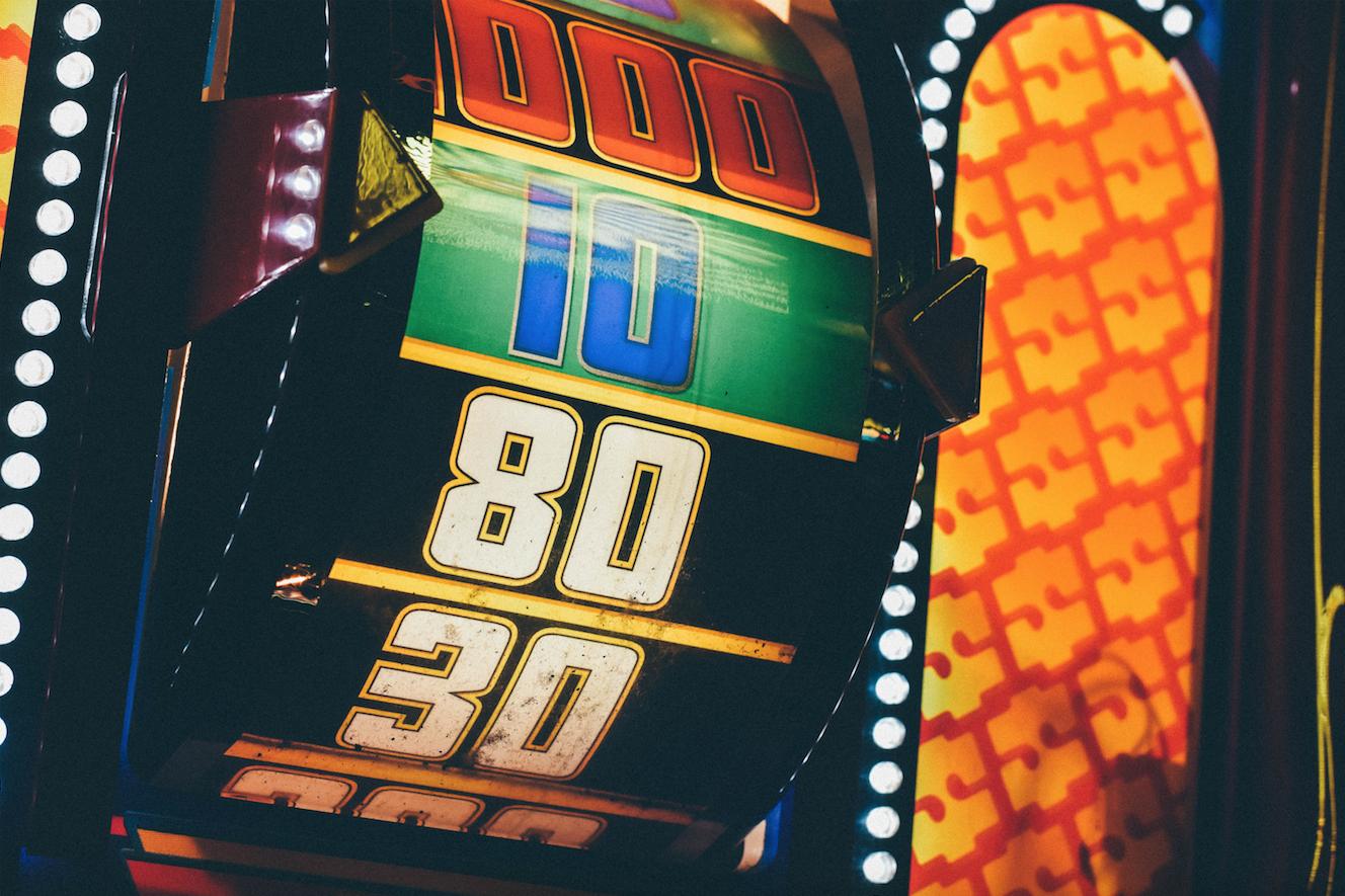 Hjul på en spilleautomat hos nye online casinoer i Danmark