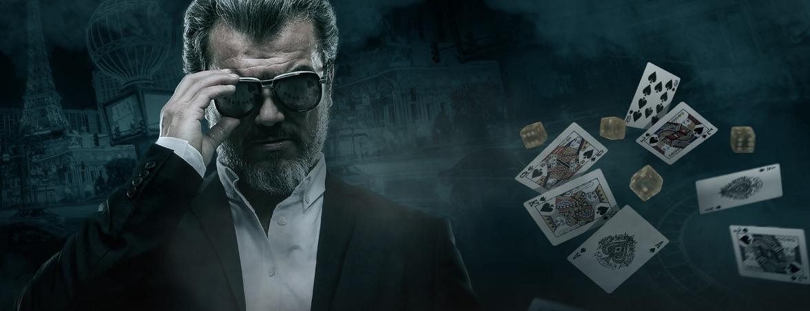 Mand med spillekort