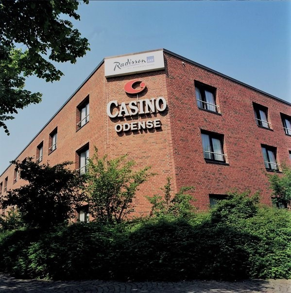 Casino Odense udefra med grønt