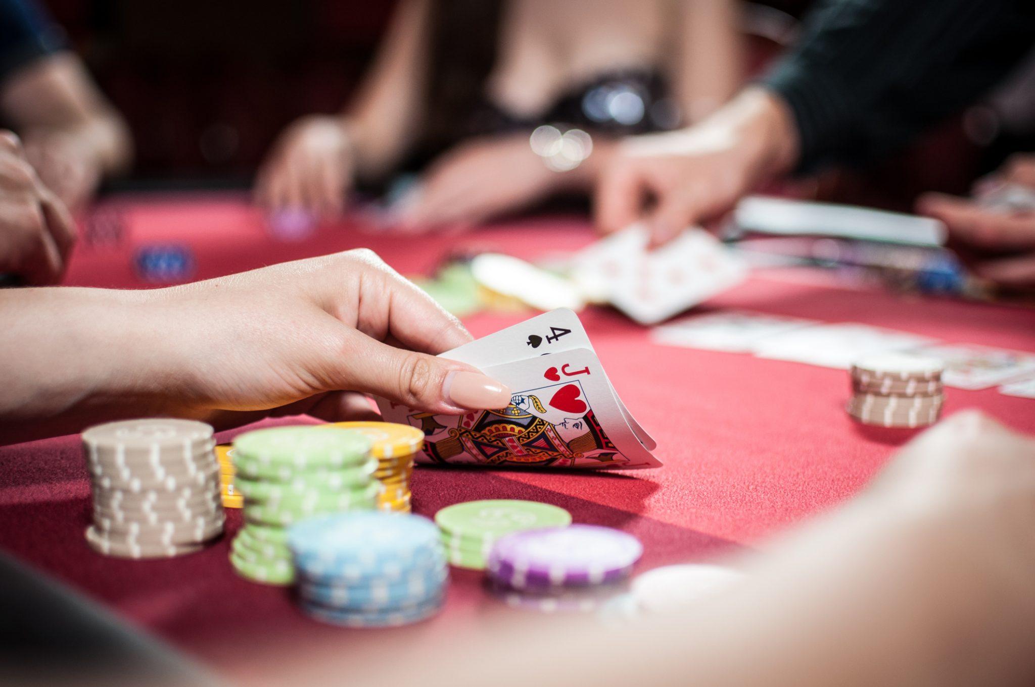 Casino Poker Kvindehånd med Spillekort