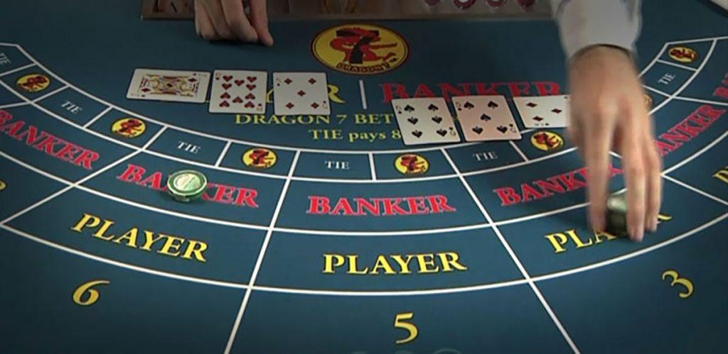 Baccarat Spillebord med Kort